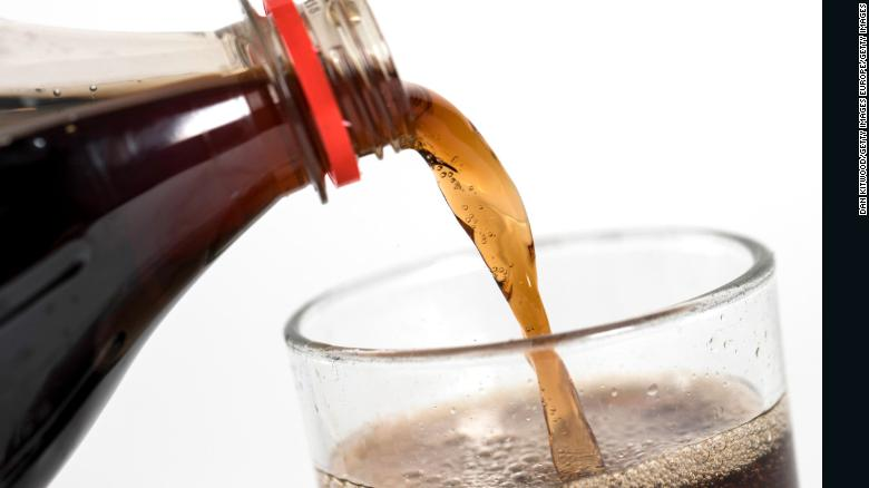 Singapore trở thành quốc gia đầu tiên cấm quảng cáo đồ uống có đường